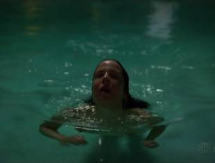 mary louise parker nude for a pool swim on weeds 8693 16