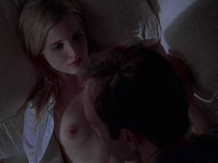 mena suvari topless for her first time in american beauty 6855 10