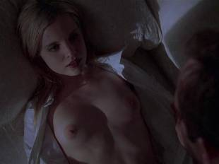 mena suvari topless for her first time in american beauty 6855 3