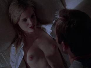 mena suvari topless for her first time in american beauty 6855 9