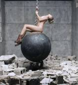 miley cyrus nude to bottom in wrecking ball music video 8357 10