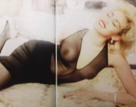 miley cyrus topless marilyn monroe in vogue germany 9626 4