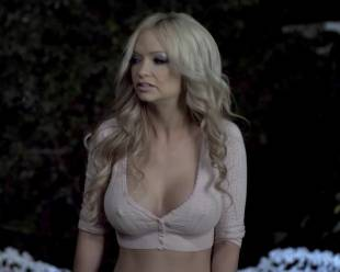mindy robinson topless for attention in haunting of whaley house 3215 1