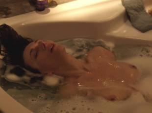 natacha lindinger topless tub la famille katz 5007 10