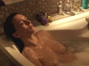 natacha lindinger topless tub la famille katz 5007 2