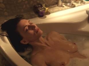 natacha lindinger topless tub la famille katz 5007 5