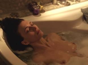 natacha lindinger topless tub la famille katz 5007 6