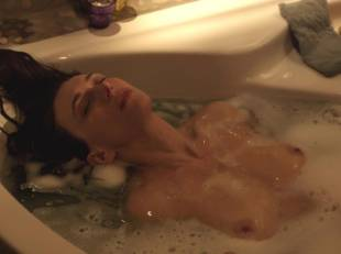 natacha lindinger topless tub la famille katz 5007 9