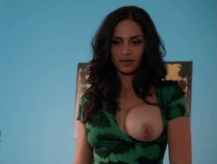 nishi munshi topless to offer juice on californication 6427 10