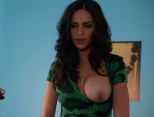 nishi munshi topless to offer juice on californication 6427 12