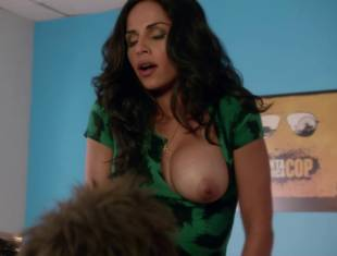 nishi munshi topless to offer juice on californication 6427 20