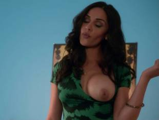 nishi munshi topless to offer juice on californication 6427 5