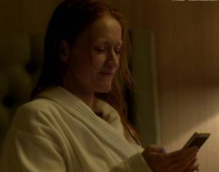 paula malcomson topless for selfie on ray donovan 4140 1