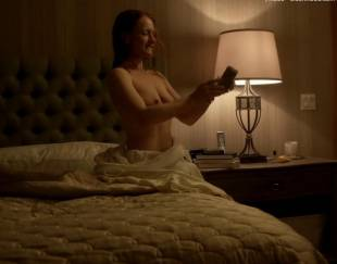 paula malcomson topless for selfie on ray donovan 4140 12