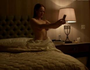 paula malcomson topless for selfie on ray donovan 4140 13