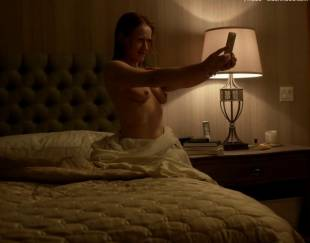 paula malcomson topless for selfie on ray donovan 4140 14