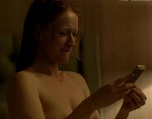 paula malcomson topless for selfie on ray donovan 4140 19