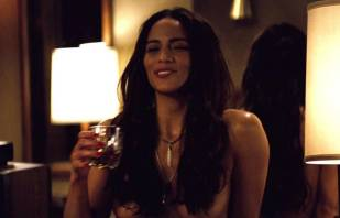 paula patton topless in 2 guns 6208 4