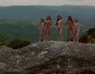 portia de rossi and elle macpherson nude in sirens 4105 11