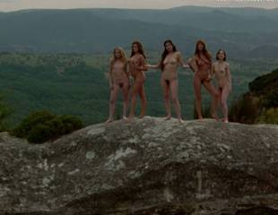 portia de rossi and elle macpherson nude in sirens 4105 12
