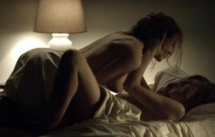 rachel brosnahan kate lyn sheil topless in house of cards 3128 10