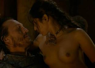 sahara knite nude in your lap on game of thrones 0102 14