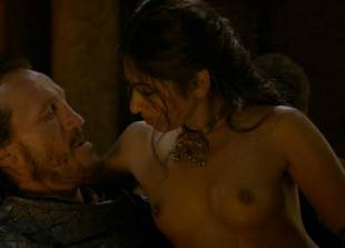sahara knite nude in your lap on game of thrones 0102 15