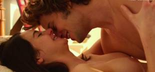shailene woodley nude sex scene in white bird in a blizzard 2107 10