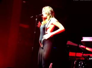 tove lo flashes breasts on stage in philadelphia 1049 1