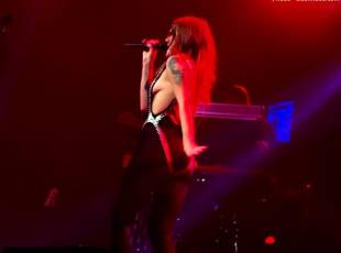 tove lo flashes breasts on stage in philadelphia 1049 11