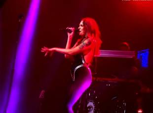 tove lo flashes breasts on stage in philadelphia 1049 12