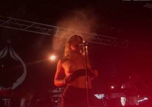 tove lo flashing breasts in sydney melbourne concerts 8479 16
