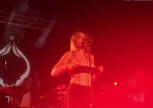 tove lo flashing breasts in sydney melbourne concerts 8479 21