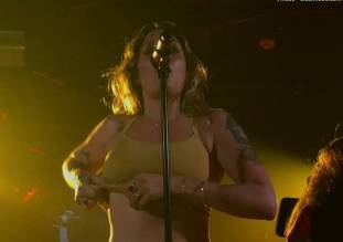 tove lo flashing breasts in sydney melbourne concerts 8479 3