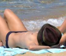 vanessa paradis topless sunbathing after johnny depp split 2281 6