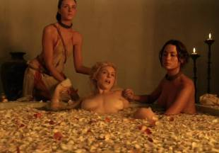 viva bianca topless for tub pleasure on spartacus vengeance 5587 14