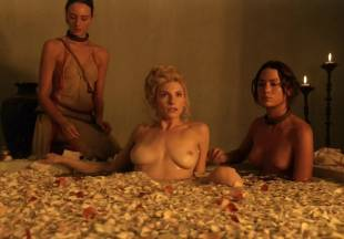 viva bianca topless for tub pleasure on spartacus vengeance 5587 15