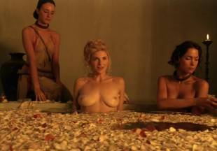 viva bianca topless for tub pleasure on spartacus vengeance 5587 18