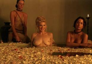 viva bianca topless for tub pleasure on spartacus vengeance 5587 20