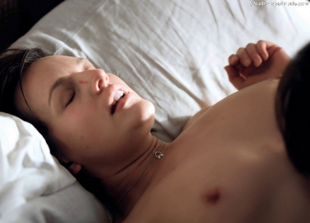 Elisabeth Moss Topless In Top Of Lake Sex Scene 13