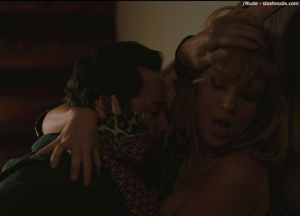 Kelly Reilly Topless In Yellowstone 12