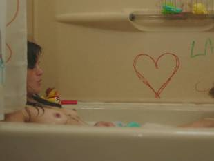 frankie shaw topless in tub in smilf 1570 4