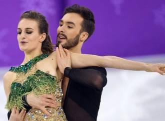 gabriella papadakis uncensored flash during olympics performance 0355 2