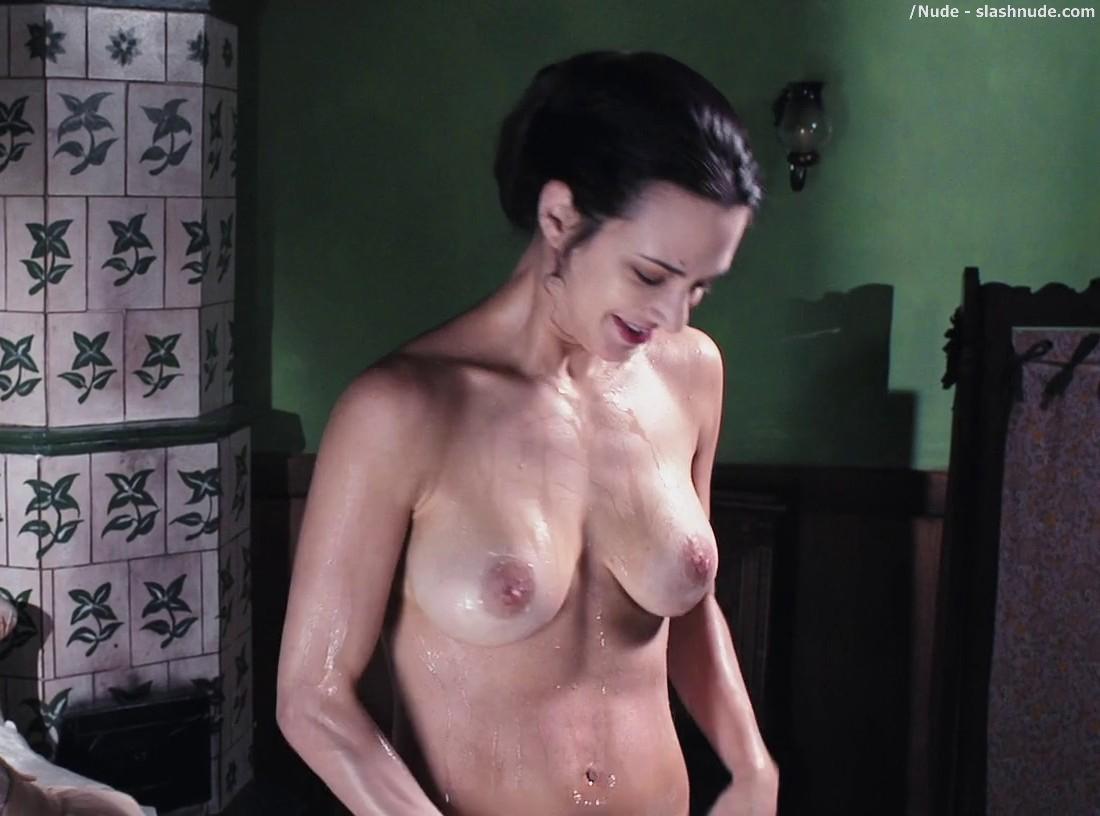 Nude sexy bitch girls