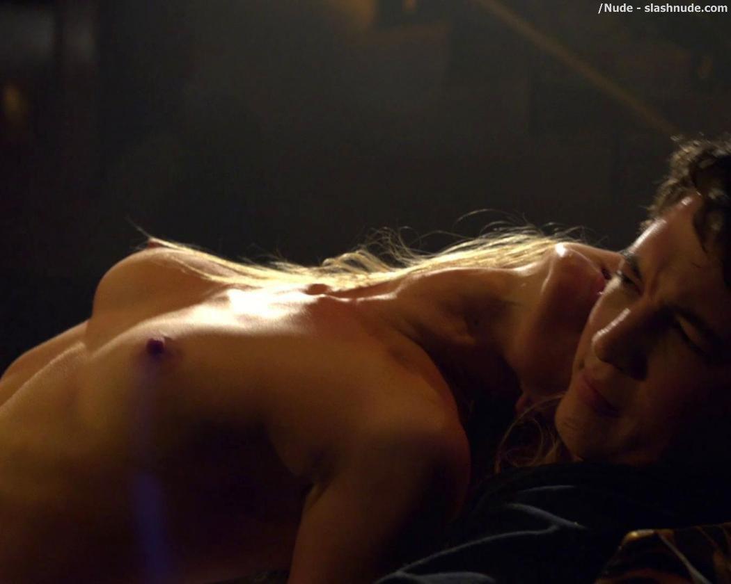 diva-anna-richardson-topless-galleries-boobed-girls-nude