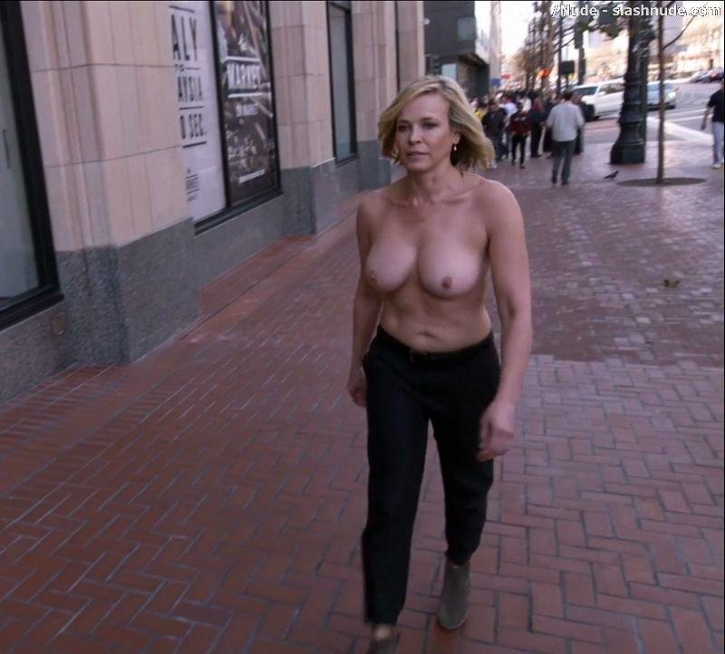 Chelsea handler flashes her boob on twitter