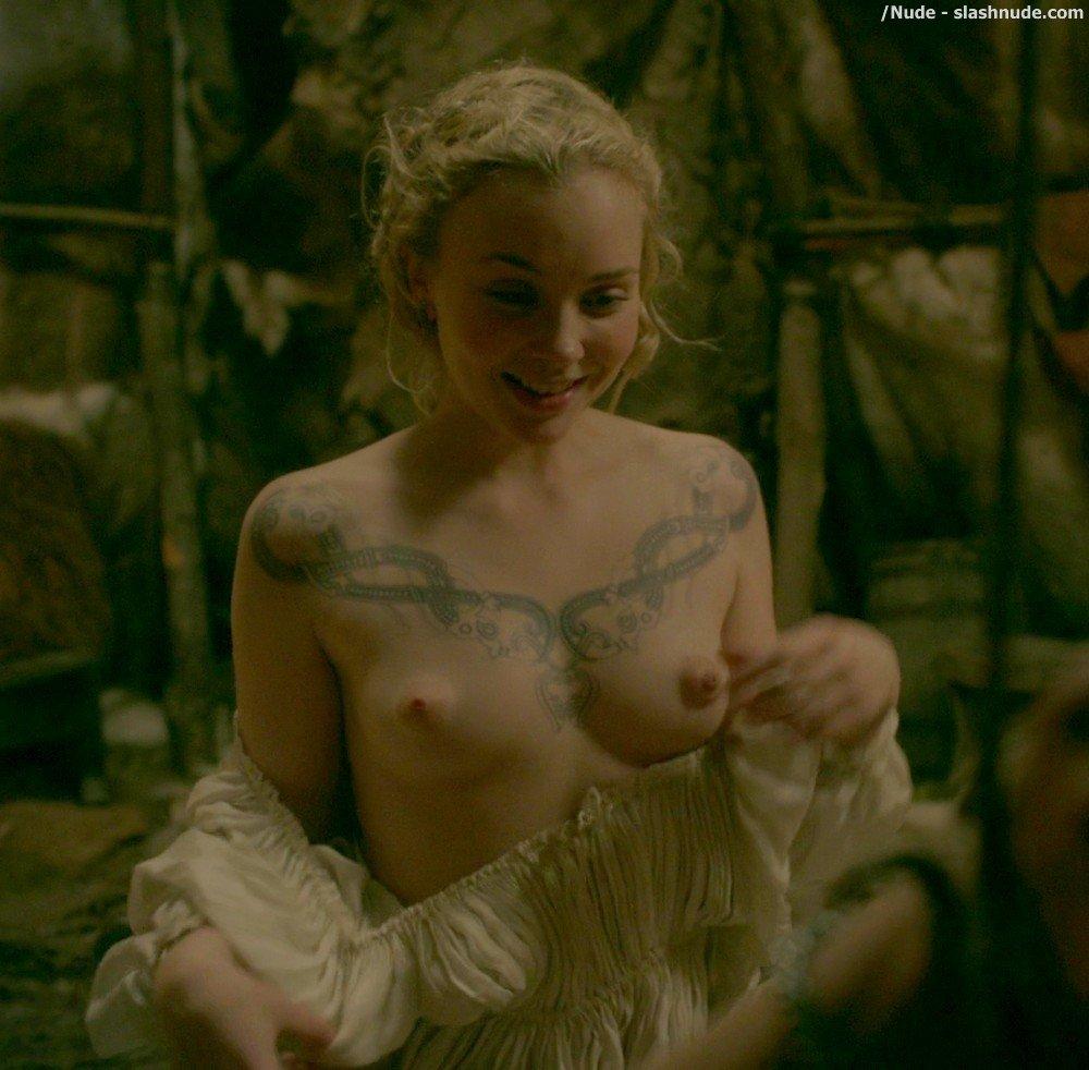 naked-viking-snow-white-trampararam